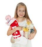 Niña feliz con los regalos de Navidad Imágenes de archivo libres de regalías