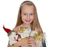 Niña feliz con los regalos de Navidad Imagen de archivo libre de regalías