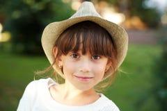 Niña feliz en un sombrero Fotografía de archivo libre de regalías
