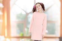 Niña hermosa en un vestido rosado Imagen de archivo