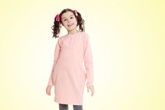 Niña hermosa en un vestido rosado Imágenes de archivo libres de regalías