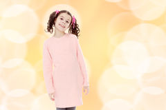 Niña hermosa en un vestido rosado Imagenes de archivo