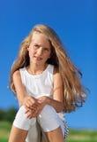 Niña linda con el pelo largo rubio Imágenes de archivo libres de regalías