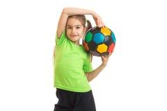 Niña linda con un balón de fútbol en las manos Fotografía de archivo