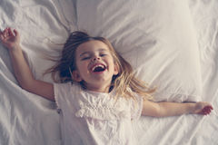 Niña linda en cama Imagen de archivo