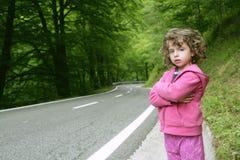 Niña linda en un camino forestal Imagen de archivo libre de regalías
