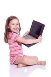 Muchacha linda con un ordenador portátil Imágenes de archivo libres de regalías