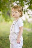Niña pequeña con una mirada seria Imagen de archivo libre de regalías