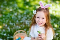 Niña que celebra Pascua Imagen de archivo libre de regalías