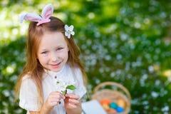 Niña que celebra Pascua Imagen de archivo