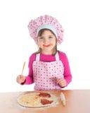 Niña que cocina la pizza Fotos de archivo