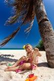 Niña que juega en la playa Imagen de archivo libre de regalías
