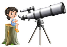 Niña que mira a través del telescopio Imagen de archivo libre de regalías