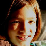 Niña que sonríe - inocencia pura Fotografía de archivo