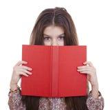 Niña que sostiene el libro rojo Imagen de archivo