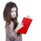 Niña que sostiene el libro rojo Imagen de archivo libre de regalías