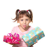 Niña que sostiene la caja de dos regalos Foto de archivo libre de regalías