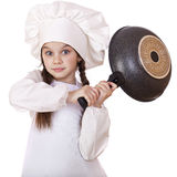 Niña sonriente en sombrero del cocinero con el sartén Imagen de archivo libre de regalías