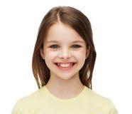 Niña sonriente sobre el fondo blanco Fotografía de archivo libre de regalías
