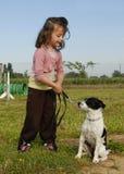 Niña y perro foto de archivo libre de regalías