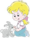 Niña y su pequeño conejo Foto de archivo libre de regalías