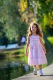 Niñez feliz, cuando los días de fiesta Imagen de archivo