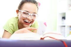 Niñez feliz, muchacha de risa Imágenes de archivo libres de regalías