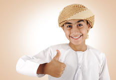 Niño árabe, pulgar para arriba Fotografía de archivo libre de regalías