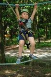 Niño activo en parque de atracciones Foto de archivo libre de regalías