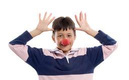 Niño adorable con una nariz del payaso imagenes de archivo