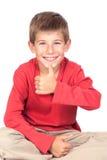 Niño adorable que dice OK Imagen de archivo