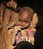 Niño africano en los tugurios Imagen de archivo libre de regalías