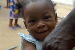 Niño africano lindo feliz imagen de archivo