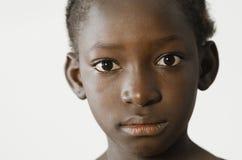 Niño africano triste que muestra su cara para un retrato, despa de la tristeza Imágenes de archivo libres de regalías