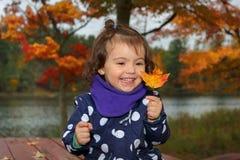 Niño al aire libre durante caída Foto de archivo libre de regalías
