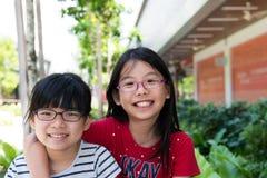 Niño alegre de la hermana dos Foto de archivo