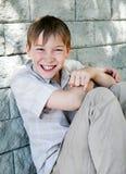 Niño alegre por la pared Foto de archivo libre de regalías