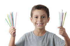 Niño alegre que juega mikado Foto de archivo libre de regalías