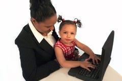 Niño - aprendiendo en un ordenador Fotografía de archivo libre de regalías