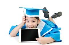 Niño asiático con la tableta Imágenes de archivo libres de regalías
