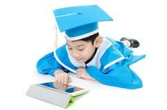 Niño asiático con la tableta Imagenes de archivo
