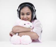 Niño asiático con su oso de peluche Fotografía de archivo libre de regalías