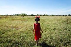 Niño asiático en el prado Fotos de archivo libres de regalías