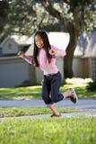 Niño asiático que juega hopscotch Fotografía de archivo libre de regalías
