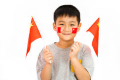 Niño chino asiático con la bandera de China Imagen de archivo libre de regalías