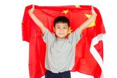 Niño chino asiático con la bandera de China foto de archivo