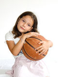 Niño con baloncesto Foto de archivo libre de regalías