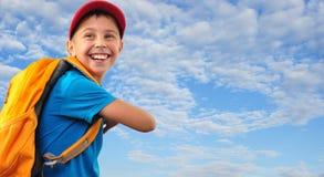 Niño con con la mochila Fotografía de archivo libre de regalías