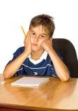 Niño con dificultades de aprendizaje imagen de archivo