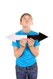 Niño con dos flechas Fotografía de archivo libre de regalías